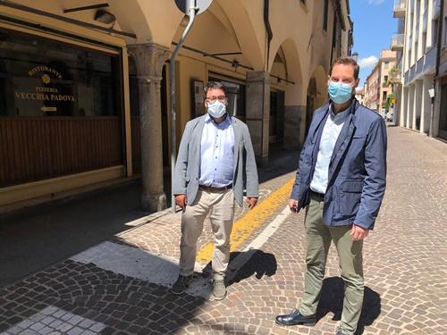 gli assessori Antonio Bressa e Andrea Ragona in via Zabarella