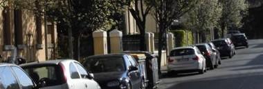 Parcheggio sosta Padova via auto macchine strade alberi fiori 380 ant