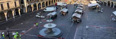 Mercato mercati erbe piazza agroalimentare alimentare banchi covid 380 ant