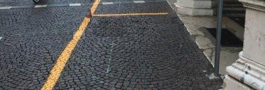 Parcheggio sosta via auto centro storico carico scarico gialle 380 ant