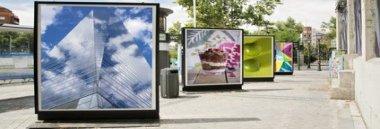 Pubblicità temporanea cartellonistica advertising negozi promozione reclame corri sponsor 380 ant fotolia 93852628